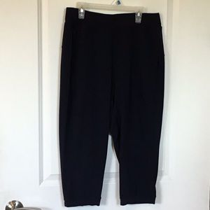 "LULULEMON Women's 30"" waist Navy crop"